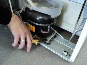 Холодильник гремит, гудит при работе